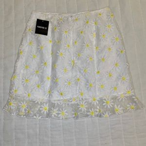 White mini skirt with Sunflower Embroidery Size S
